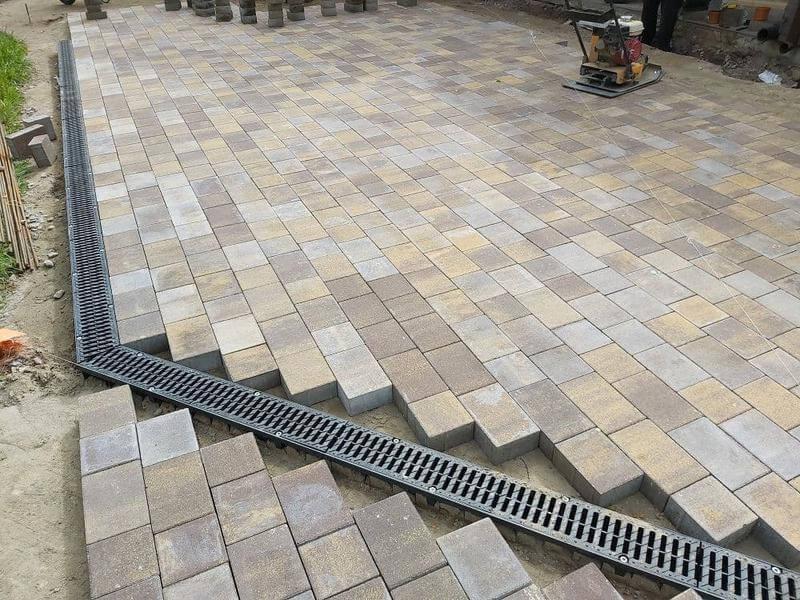 Укладка тротуарной плитки под ключ в Москве